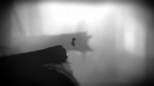 Screenshot aus dem Spiel; kleiner Junge springt vom Baumstamm herunter